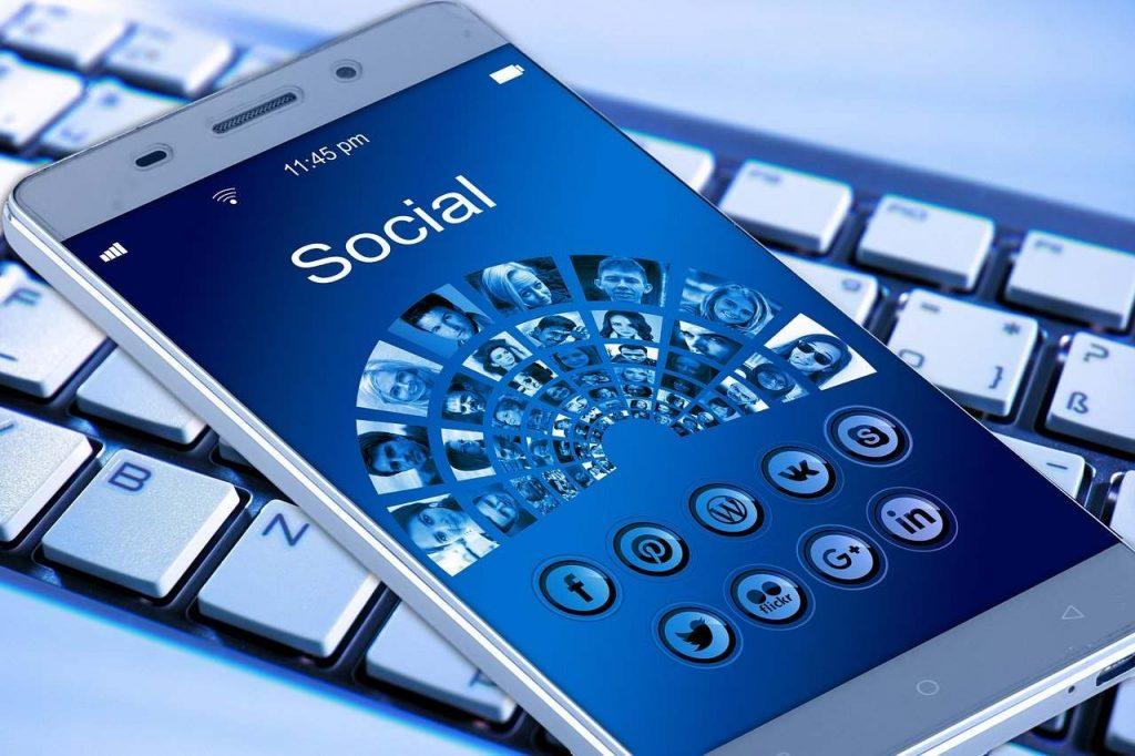 Seznamování na facebooku - výhody i nevýhody
